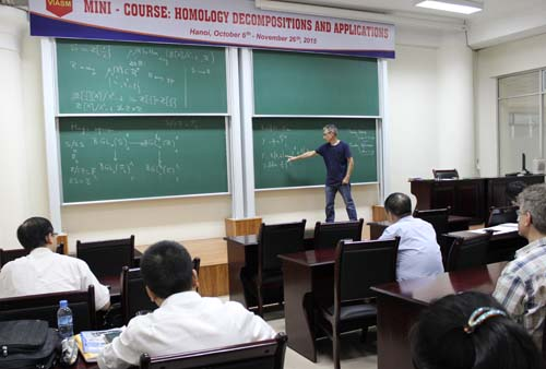 "Khóa học ngắn hạn ""Homology decompositions and applications"""