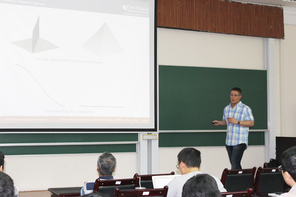 "Mini-course ""Uncertainty Quantification and Approximation Theory for Parameterized PDEs"","